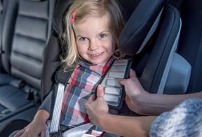 Britax Romer Advansafix III Sict auto sedište ima jastučiće za udobnu vožnju